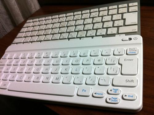 任天堂ワイヤレスBluetoothキーボード